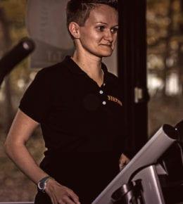 ist seit 2017 fester Bestandteil unseres T&T Teams. Sie ist ausgebildete Gesundheits- und Rehasporttrainerin, steht euch aber auch bei Fragen zum Fitnesstraining gerne zur Seite.