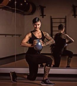 ist Mitbegründerin des T&T's und ausgebildete Fitnessfachwirtin. Ihre sportlichen Wurzeln liegen im Kunstturnen und Bodybuilding. Im T&T ist der Fitness- und Kursbereich ihr Steckenpferd.